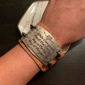 Leather bracelet with metal Emerson quote